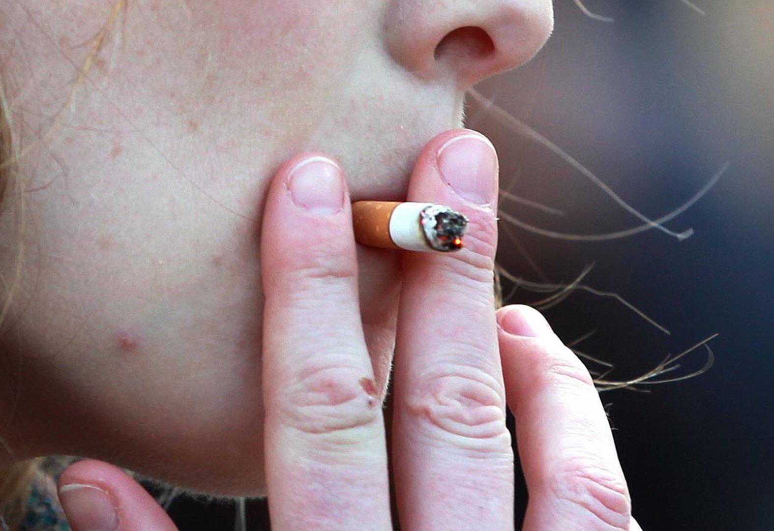 Nepilnamečiams rūkyti ir turėti tabako gaminių draudžiama!
